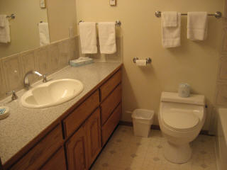 Room 15 - Full Bathroom